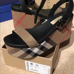 Burberry shoe size 40.5